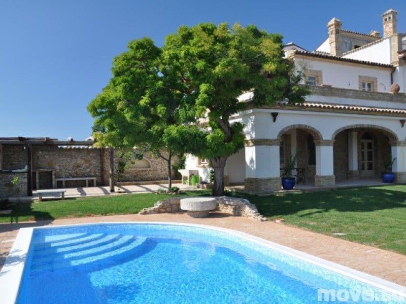 Acquistare una villa a Massa a buon mercato